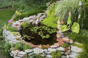 Steingarten mit Teich